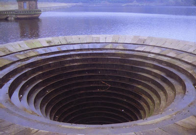 water outlet ladybower resevoir
