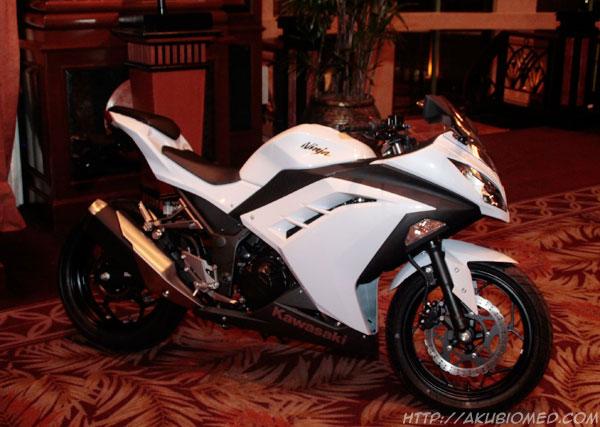white ninja 250