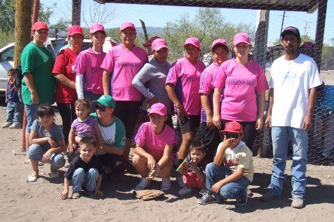 Equipo Pioneras de Vallecillo en el softbol femenil del Club Sertoma