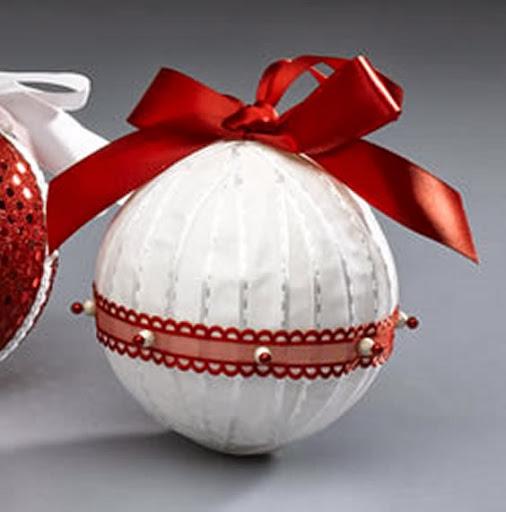 Bola de natal com fitas