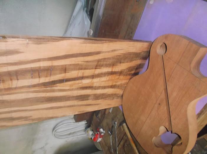 Construção inspirada Les Paul Custom, meu 1º projeto com braço colado (finalizado e com áudio) DSCF0533