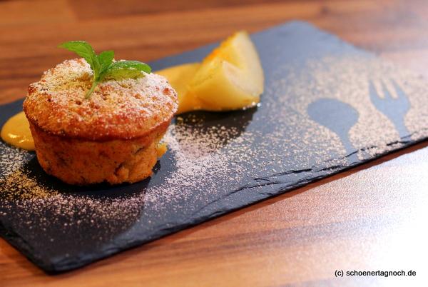 Ein Elsässer Dessert deluxe: Armer Ritter mit Gugelhupf, pochierter Birne und Trester-Sabayon