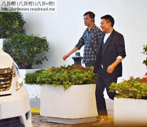 做完活動,劉華去到太平洋會,一見到老婆同阿囡,即刻笑曬。