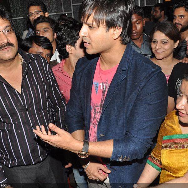 Vivek Oberoi mobbed by his fans at the premiere of the movie 'Zila Ghaziabad', held at PVR Cinema in Mumbai, on February 21, 2013. (Pic: Viral Bhayani)