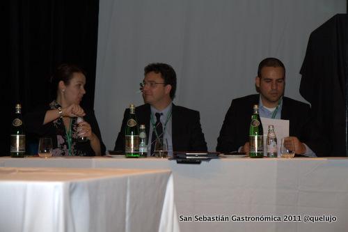 De iza a derecha: María Canabal, prensa internacional Gastronomad, Octavio Batista, miembro de la junta de la UAES y José Sador, sommelier de San José de Costa Rica.