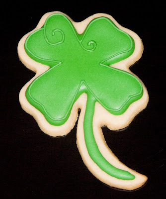 st patrick's day holiday green shamrock four leaf clover sugar cookie royal icing frosting