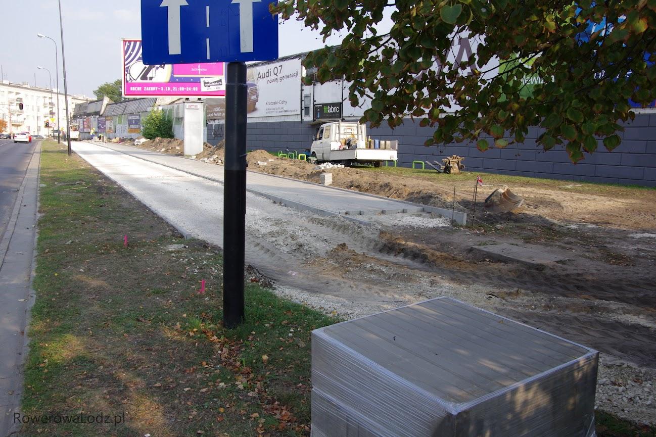 W stronę wschodnią od Włokniarzy kładą już nowy chodnik