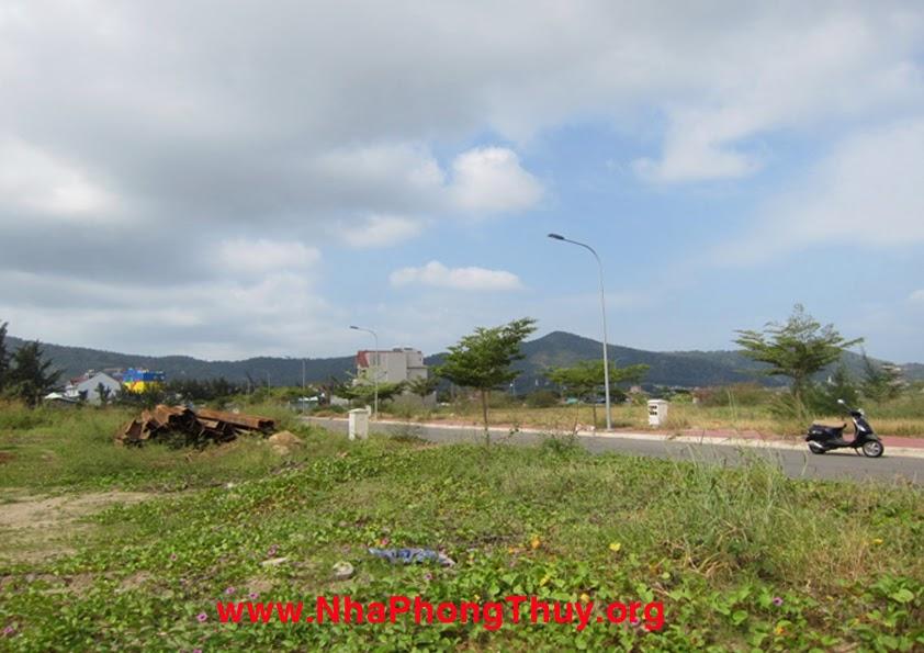 Phía tây của dự án, phía xa (cách 1km) là núi lớn Vũng Tàu