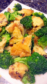 Recipe for Matzo Brei with Parmesan: in this example I scrambled it with a bit of broccoli
