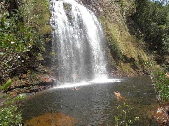 Nadando na Cachoeira da Farofa