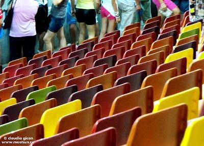 scaune colorate