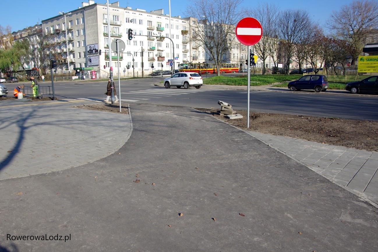 Wjazd z ul. Żeligowskiego. Tylko czemu ten znak nie jest rozmiarów mini?