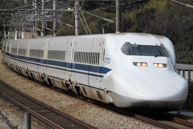 Tàu điện Shinkansen Series 700 trong thực tế