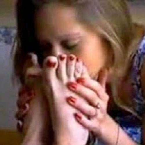 Нюхать ноги девушки, русское порно видео с продавщицей в магазине
