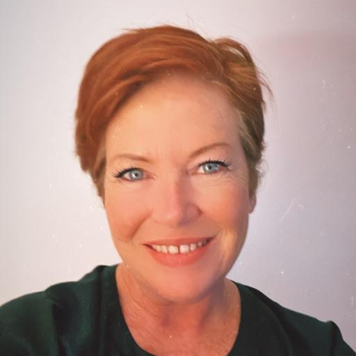 Julie Watson Photo 35