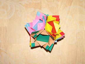 Mosaic Box by Mio Tsugawa at http://puupuu.gozaru.jp/orizu/mox/mos3.html