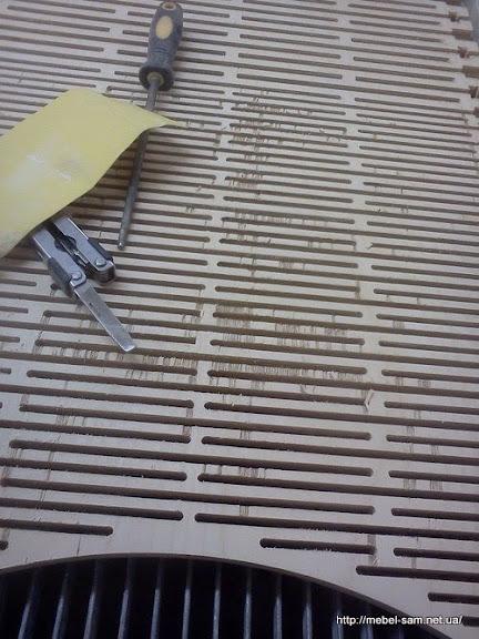 Главная деталь фанерного кресла на столе станка с ЧПУ