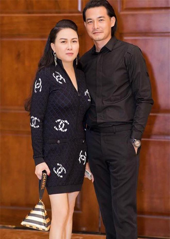 HOT: Quách Ngọc Ngoan - Phượng Channel kết hôn, con gái chung 8 tháng tuổi