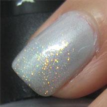 unhas decoradas com glitter branco/transparente para o Réveillon