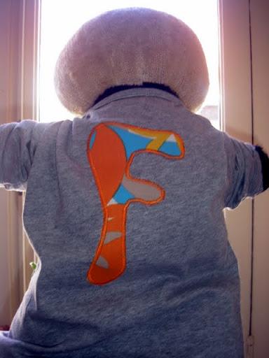 Shirt met letter (en giraf)