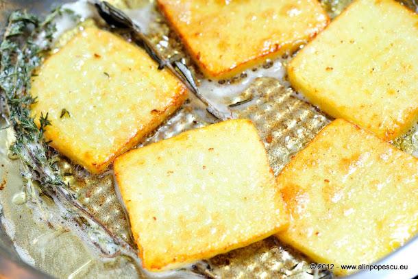 Cartofi prajiti in unt cu cimbrisor si rozmarin