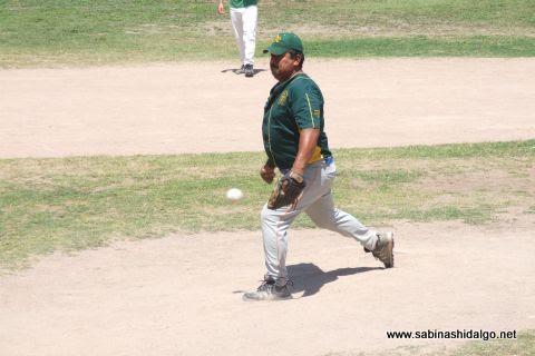 Candelario García de Amigos en el softbol dominical