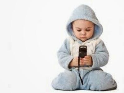 Elakkan Anak Main Handphone Daripada Baby