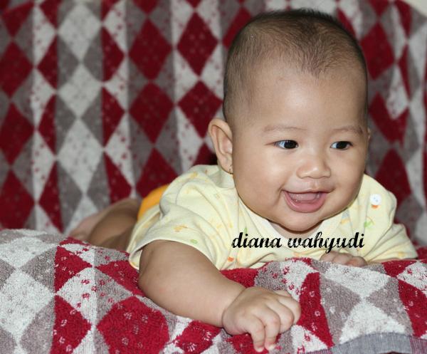 Bayi Cantik Tertawa