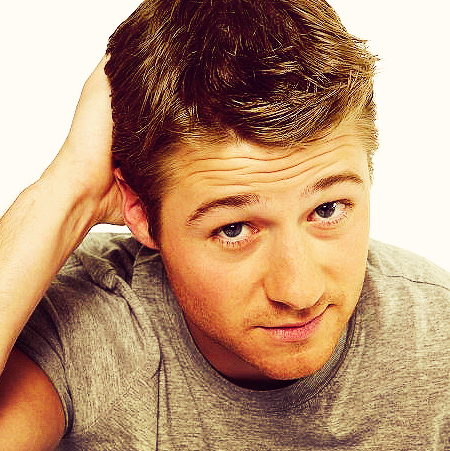 Benjamin Mckenzie Photo 19