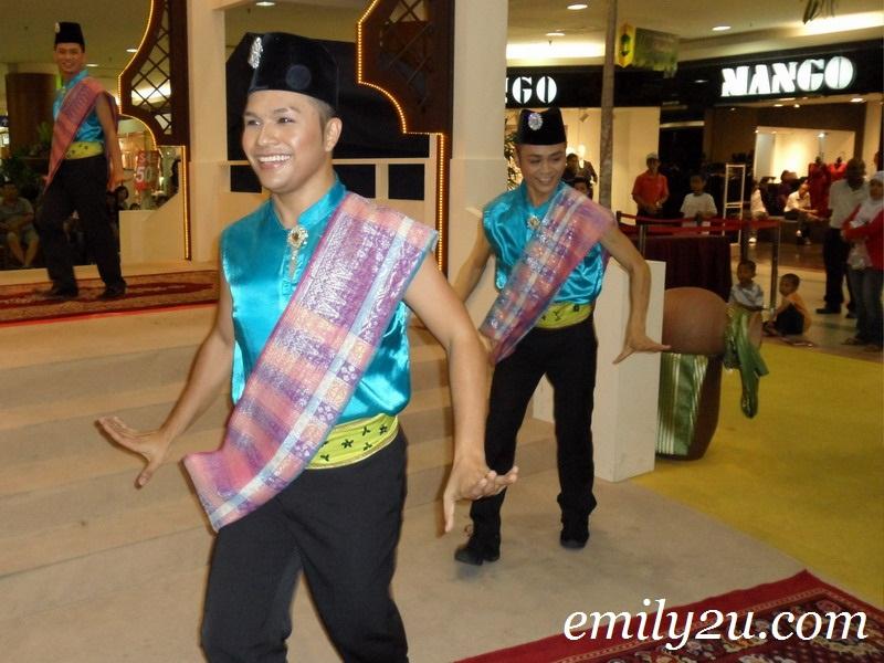 Aidilfitri dance performance Ipoh
