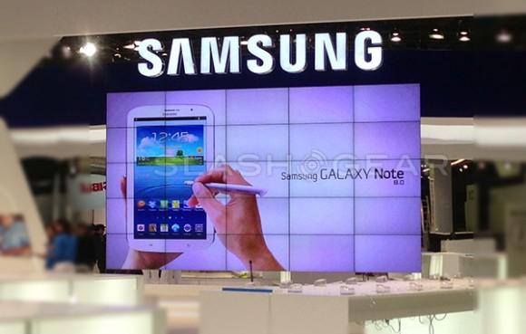 MWC 2013会場内の大型スクリーンに表示されたGALAXY Note8.0