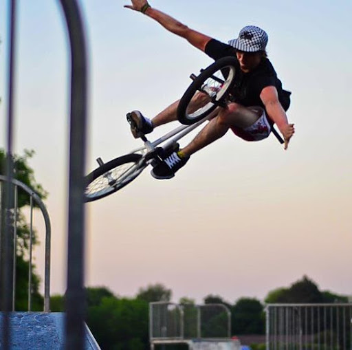 Elliot Johnson Photo 45