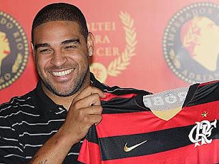 Durante partida entre Flamengo e São Paulo, Adriano, torcedor declarado do Rubro-negro, pede 'raça'