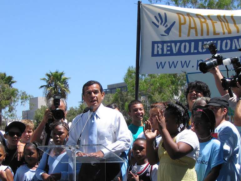 Mayor Antonio Villaraigosa speaking at a school privatization event. Photo by Robert D. Skeels