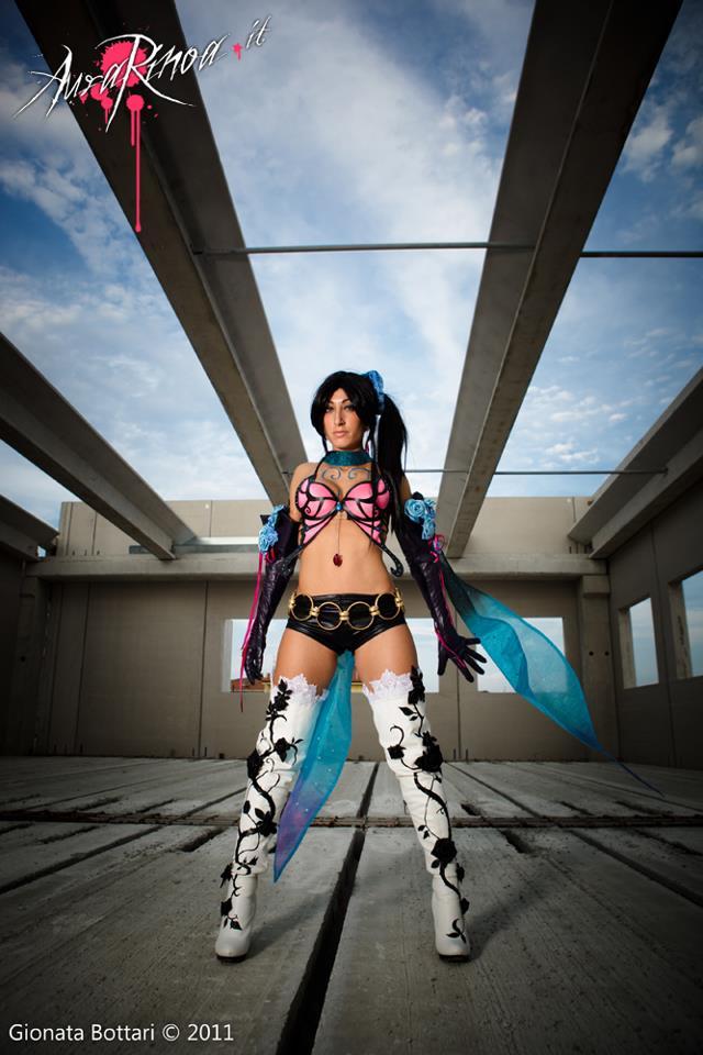 Zafina khoe thân hình gợi cảm trong Tekken 6