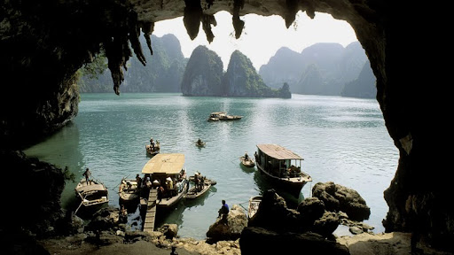 Vinh Ha Long Grotto, Vietnam.jpg