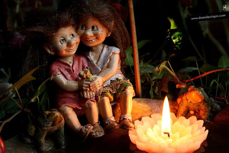 Los gnomos Rascaño y Raizotas en el jardín... muy románticos