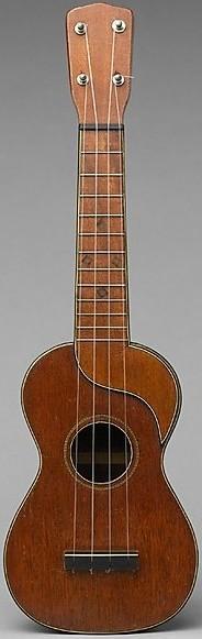 Tuarturro Peanut bowl back Soprano ukulele
