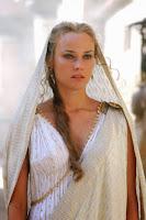 Η αποκαλούμενη και Ωραία Ελένη, ήταν κόρη του Δία και σύζυγος του Μενέλαου, του βασιλέα της Σπάρτης.