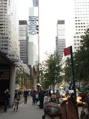 MOMAの看板