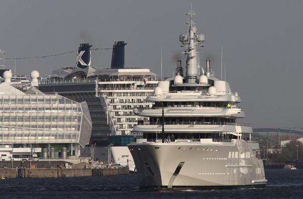 Teuerste yacht der welt gold  Wer hat die teuerste Yacht der Welt? Jetzt planen Briten nächste ...