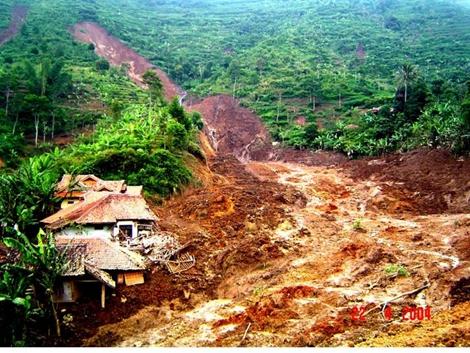 Contoh dampak yang diakibatkan oleh banjir & tanah longsor