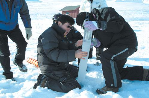 북극 다산기지 주변 빙하 시추 모습