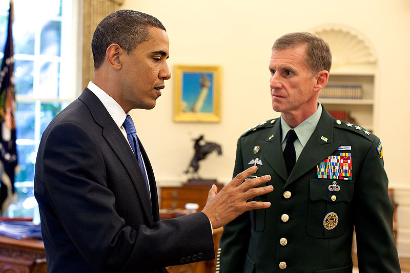 DOS REINOS: EL SECUESTRO. PARTIDA ABIERTA. 11-11-18 800px-Barack_Obama_meets_with_Stanley_A__McChrystal_in_the_Oval_Office_2009-05-19