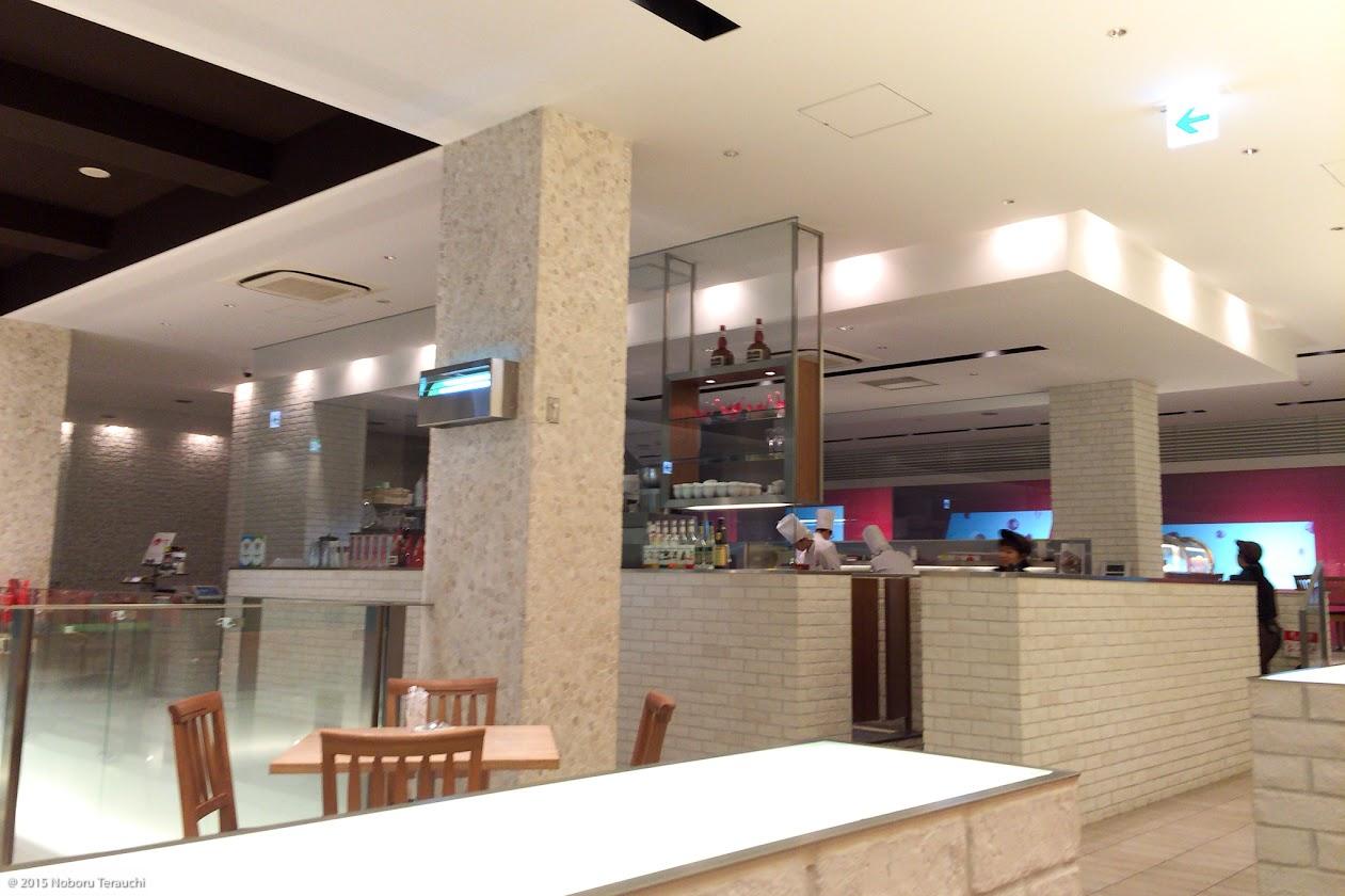 カフェのモダンな店内