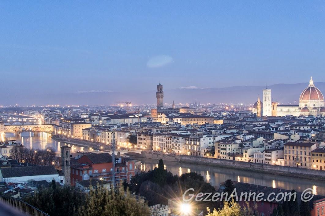 gündoğumunda Floransa manzarası