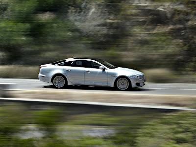 Jaguar-XJ_2012_1600x1200_Side_Angle