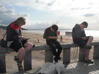 Surfing for free, reading our emails on the beach !