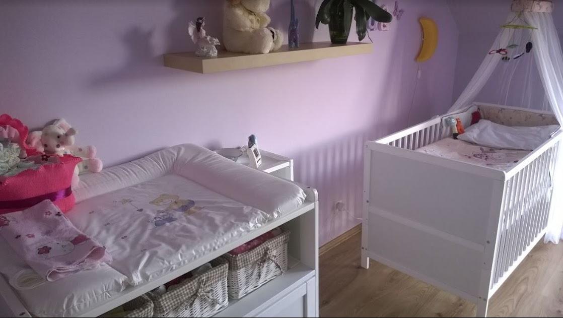 komoda i łóżeczko