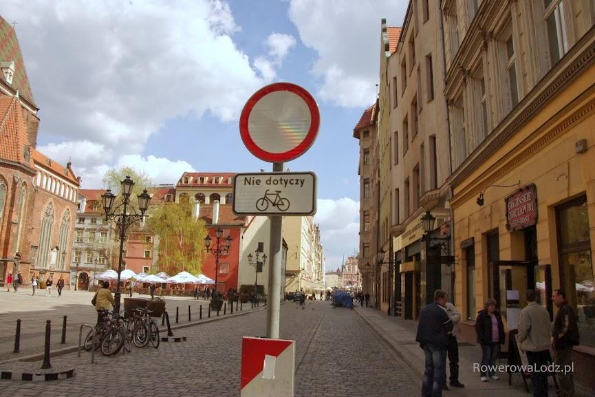 Kolejna ulica z zakazem ruchu, który nie dotyczy rowerów.